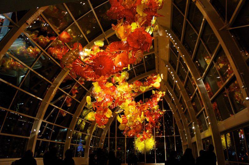 artystyczna lampa, dekoracyjna lampa ze szkła, szklany wyrób artystyczny, szkło dekoracyjne