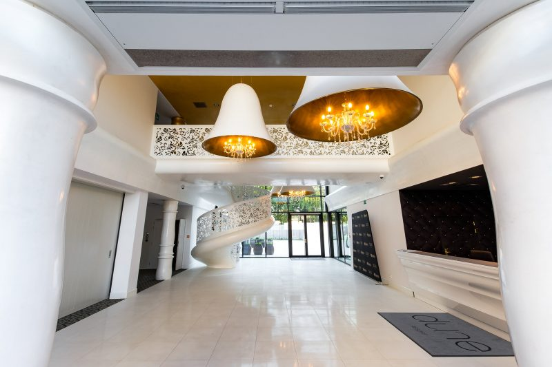 designerska lampa do hotelu, lampa w kształcie dzwonu, lampa glamour, lampa kryształowa