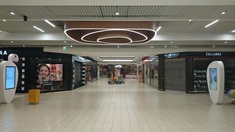 lampa wisząca DELOS w centrum handlowym